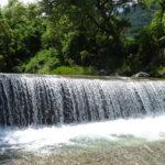【穂高川の鼠穴橋】ひんやり冷たい天然の水遊び場