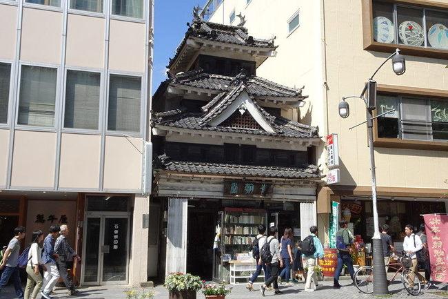 松本城に似た青翰堂