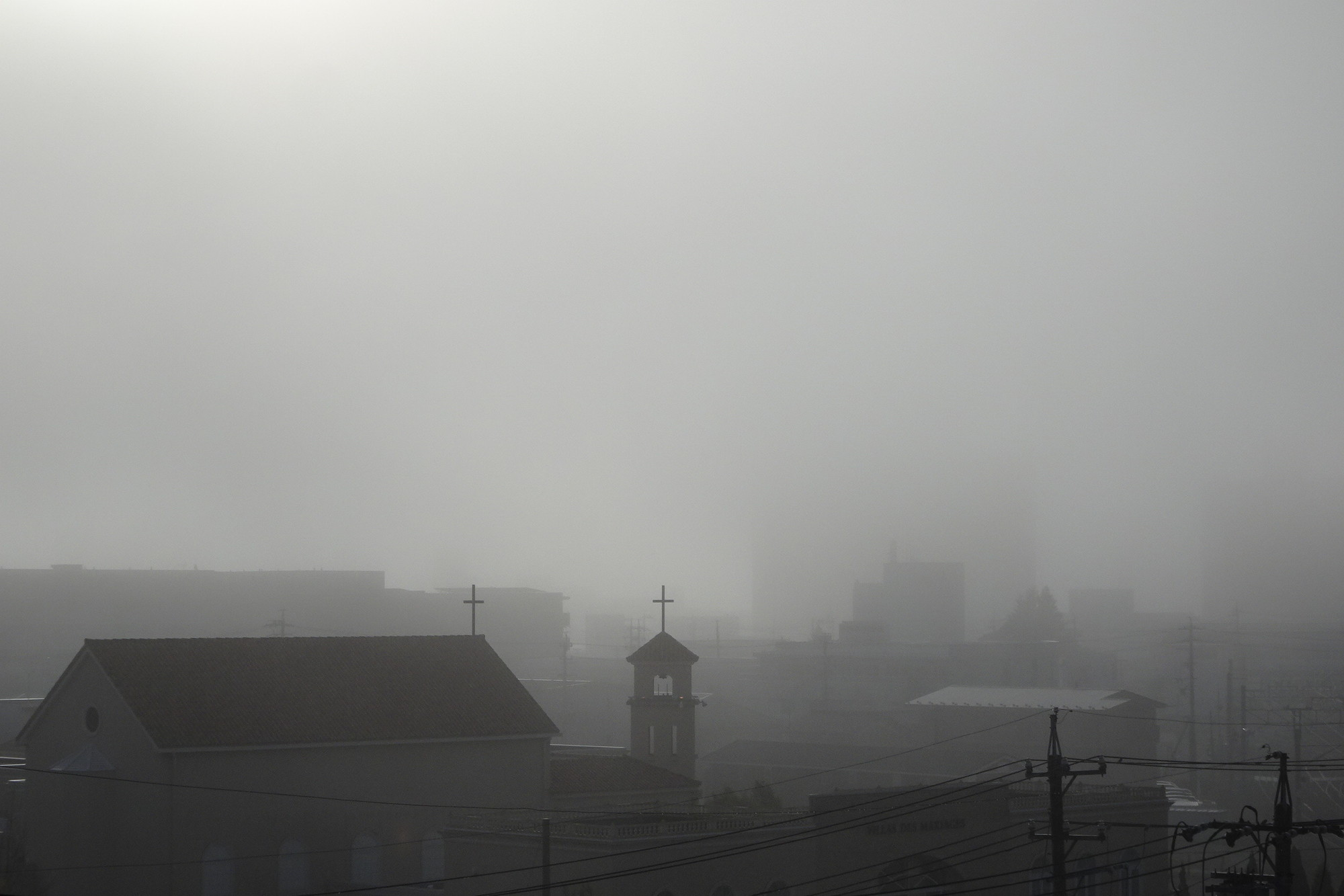 霧が覆う松本市の様子