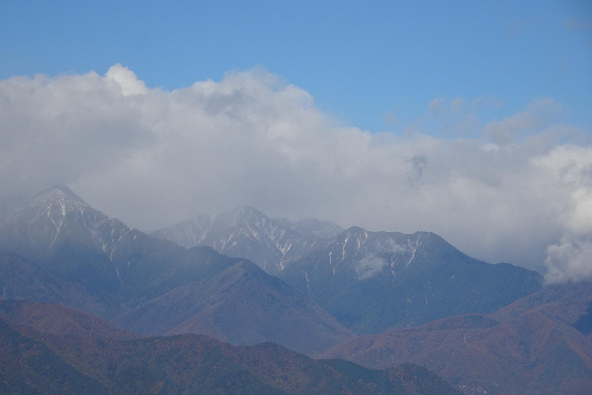 常念岳と横通し岳のアップ写真