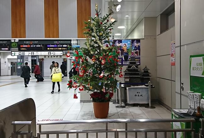 松本駅の改札にあるクリスマスツリー