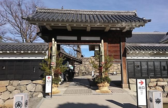 黒門の門松飾り